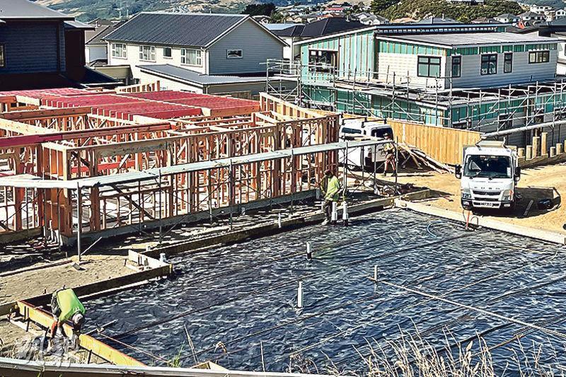 新西蘭政府周二公布一系列措施為樓市降溫,包括加強資助首次置業者和增加房屋供應等。圖為首都惠靈頓附近一個興建中的住宅區。(新華社)
