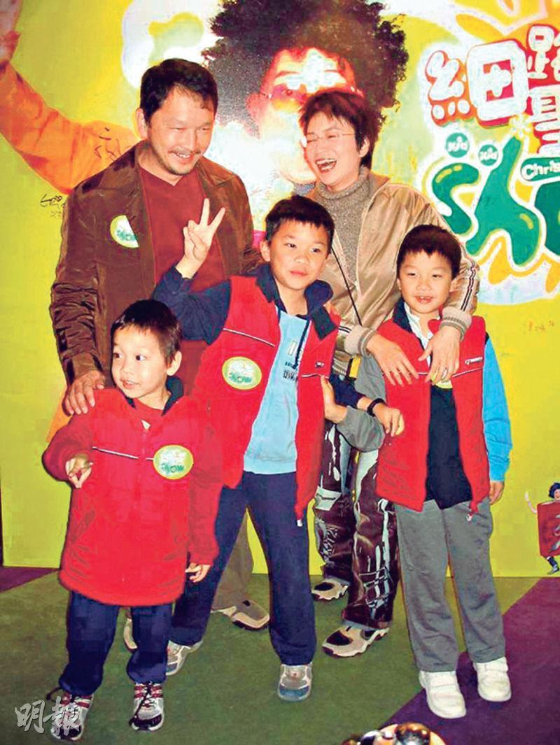 廖啟智與陳敏兒婚後育有3子,么兒文諾(前左)2006年不敵癌魔逝世。