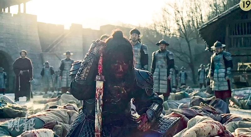 甘宇成斬殺喪屍,卻因出現幻覺,把倖存的無辜百姓一同殺絕,難怪首集即定為「19禁」。
