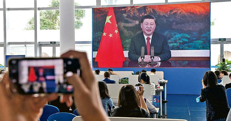 博鰲亞洲論壇2021年年會今日閉幕。圖為昨日(20日)的開幕禮上,國家主席習近平以視像方式出席並發表主旨演講。(法新社)