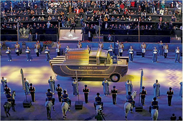 木乃伊「搬家」,埃及當地有盛大巡遊儀式。(新華社)