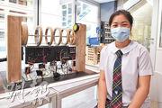 聖保祿學校2015年成為「中學資訊科技增潤計劃」的伙伴學校,為學生提供額外IT課程。該校中六學生杜穎潼初中起參加增潤班,認為課程可訓練其解難能力,並引發她對不同事物的好奇心。她前年參加一個製作士多啤梨分類機比賽,更獲得到英國考察的機會。(賴俊傑攝)