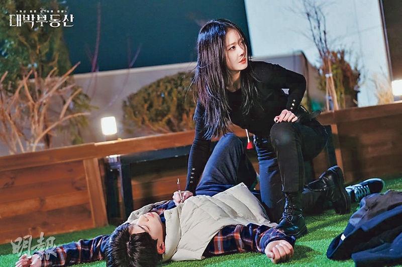 張娜拉在劇中有不少動作場面,不時飛身追打冤魂。