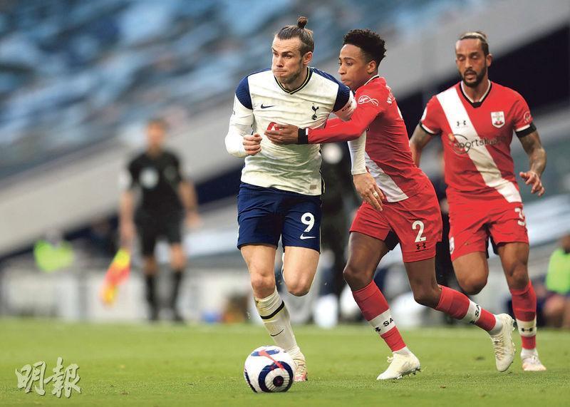 未受熱刺前帥摩連奴重用的加里夫巴利(左),在射手哈利卡尼因傷缺陣下復任正選,並在60分鐘射入扳平一球。(路透社)