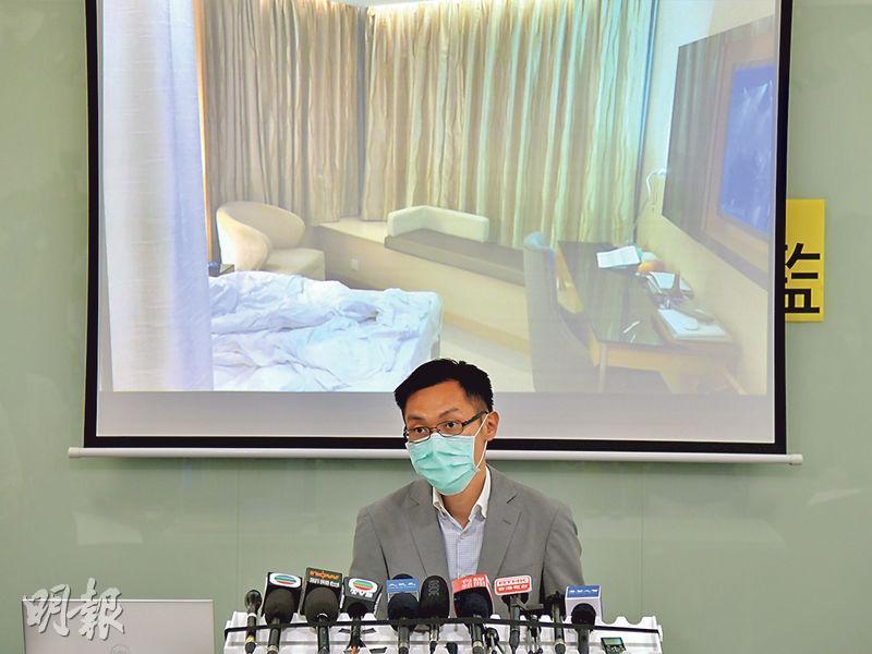 一名4月初以「回港易」返港後確診、在荃灣西如心酒店任職房務員的46歲女子,早前一度被衛生署稱結果不確定,並指經醫院再檢測,無論對病毒或抗體均呈陰性,直至相關的密切接觸者昨日投訴仍被強制檢疫,本報向衛生署查詢,該署才確認房務員是確診個案,卻未能就個案改列為確診的理據提供資料。協助投訴人的民主黨醫療政策副發言人袁海文(圖)質疑衛生署資訊混亂。(黃志東攝)