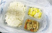 5個正於竹篙灣的檢疫者周三(5日)吃過雞肉甘筍飯(圖)後腹瀉,其中荃威花園R座居民Maggie昨早才肚瀉,她不排除因這飯盒腸胃不適。(受訪者提供)