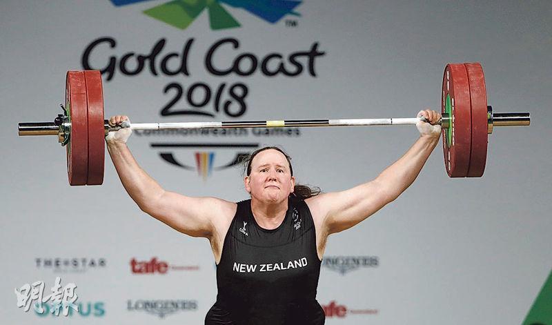 隨着國際舉重聯合會修改參賽資格,哈伯德(圖)有望代表新西蘭出戰今屆東京奧運,成為歷來首名參加奧運的跨性別運動員。圖為哈伯德在2018年參加在澳洲黃金海岸舉行的英聯邦運動會。(路透社)