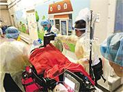 一名中年女子昨晚在尖沙嘴一酒樓進食飽魚時鯁喉,送院時救護員以心外壓機為其急救,惜終告不治。