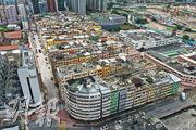 規劃署提出檢討的12幅CDA土地,亦包括九龍城俗稱「十三街」、面積達2.8公頃的用地(圖中間建築群)。十三街早於7年前提交政府的「九龍城市區更新計劃」已納入優先重建範圍,至今未有實際計劃。(曾憲宗攝)