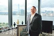 經民聯石禮謙自2000年起擔任議員,是目前議會內最資深議員。他對於民主派前議員身在獄中表示可惜,稱他們對香港有一定貢獻,形容不少是「正人君子」 ,但因政治理念不同而選擇不同的路。(賴俊傑攝)