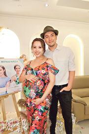 楊洛婷(左)懷胎9月,與丈夫黃天翱(右)仍未問醫生胎兒性別,決定分娩一刻才揭盅。(攝影/記者:林蘊兒)