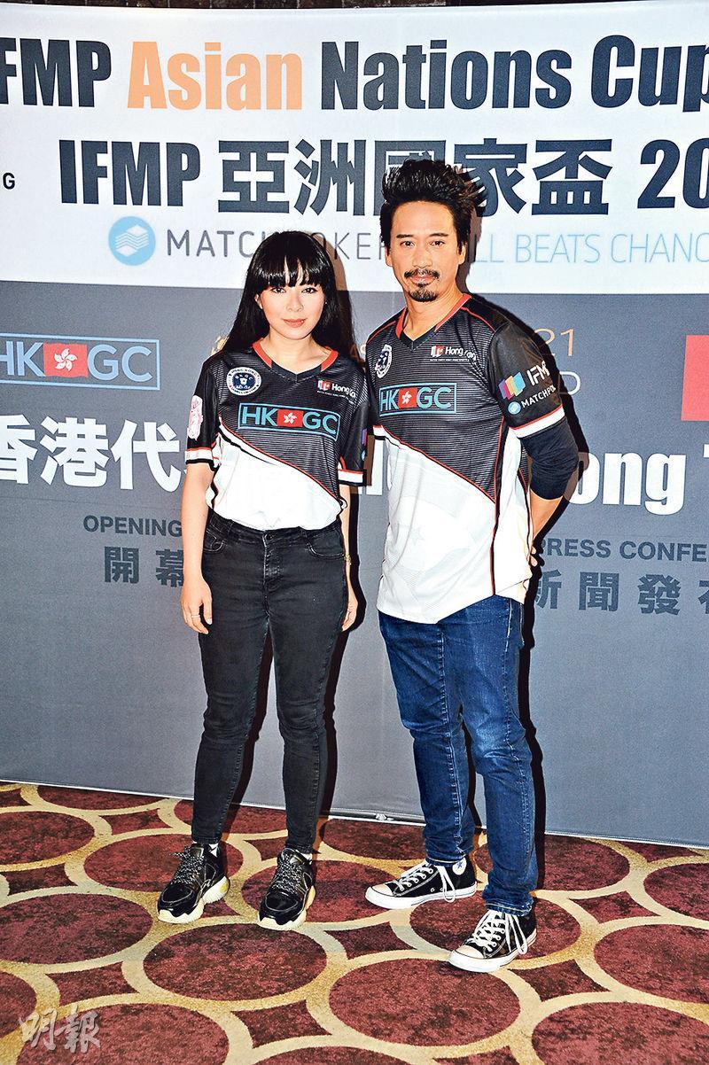 王灝兒(左)與郭偉亮(右)成為香港代表出戰「競技撲克亞洲國家盃2021」初賽感震驚,會全力以赴。(攝影/記者:陳釗)