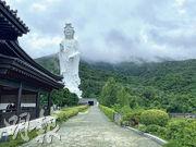 慈山寺7月起推出以西方森林療癒體系為藍本的佛法修持活動「慈森.山林療癒」,冀讓參加者漫步於翠綠山林之中,以五感感受大自然環境,讓心靈回復平靜。(呂麗琪攝)
