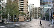 實施封城下的澳洲悉尼市,原來車水馬龍的周一上班時間街頭變得異常冷清。(路透社)