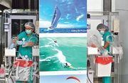 泰國布吉島昨天接待已接種疫苗的外國旅客入境免隔離旅遊,圖為衛生部門人員在機場準備為訪客做新冠病毒檢測。(路透社)