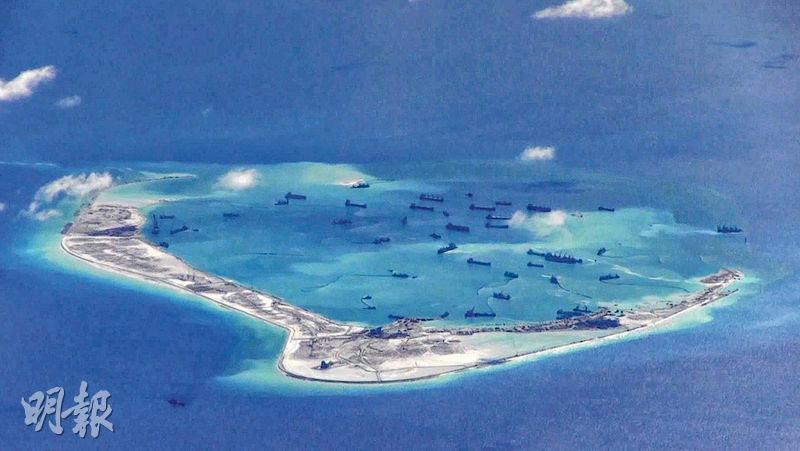 圖為中方2015年5月在美濟礁填海造島。(路透社)