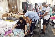 比利時布魯塞爾有無證移民在當地一間教堂絕食抗議,周一(19日)有醫療人員到教堂檢查他們的健康情况。(法新社)