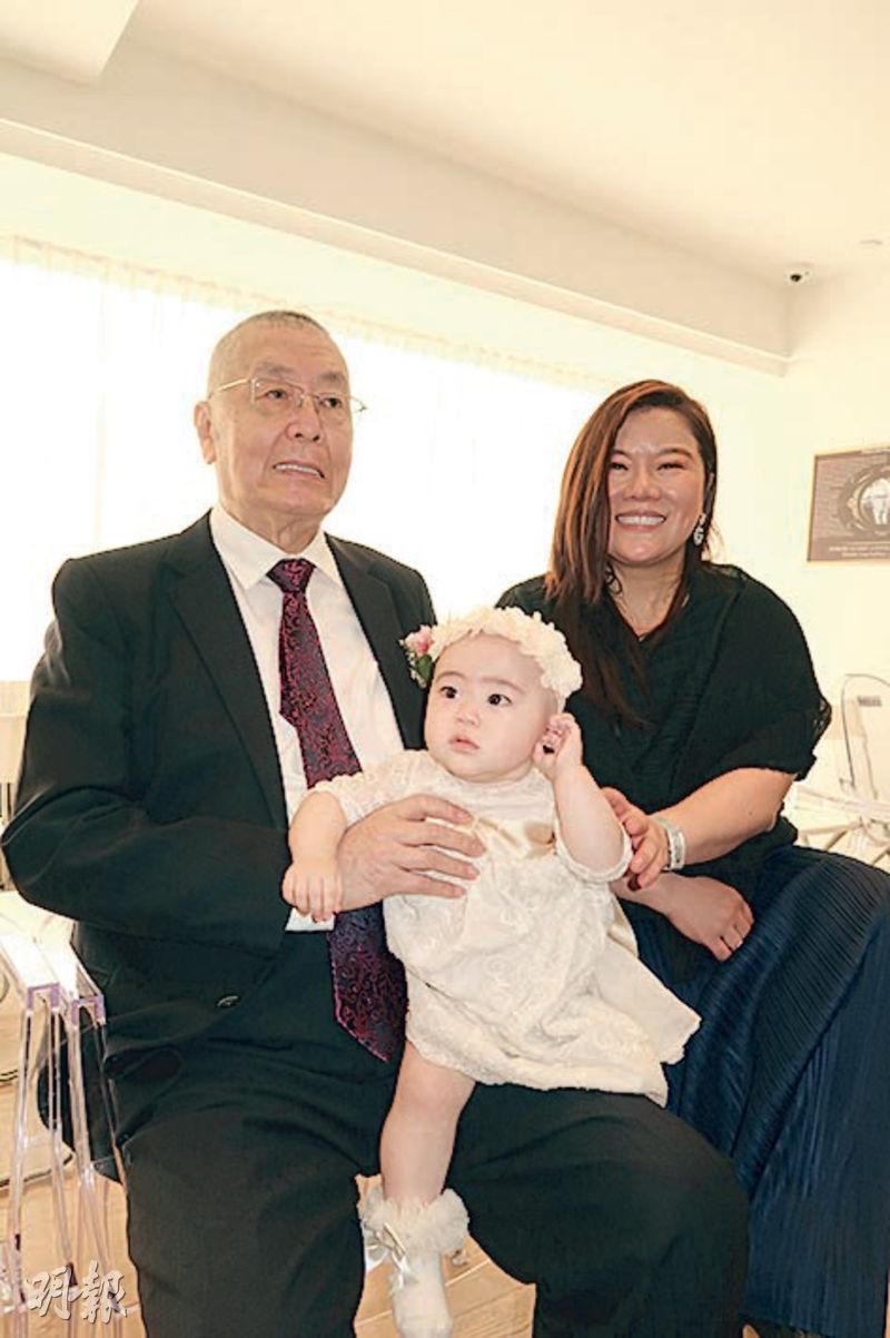 劉詩昆(左)與太太孫穎(右)盼女兒貝貝(中)將來能傳承他們的音樂理想。(攝影/記者:林蘊兒)