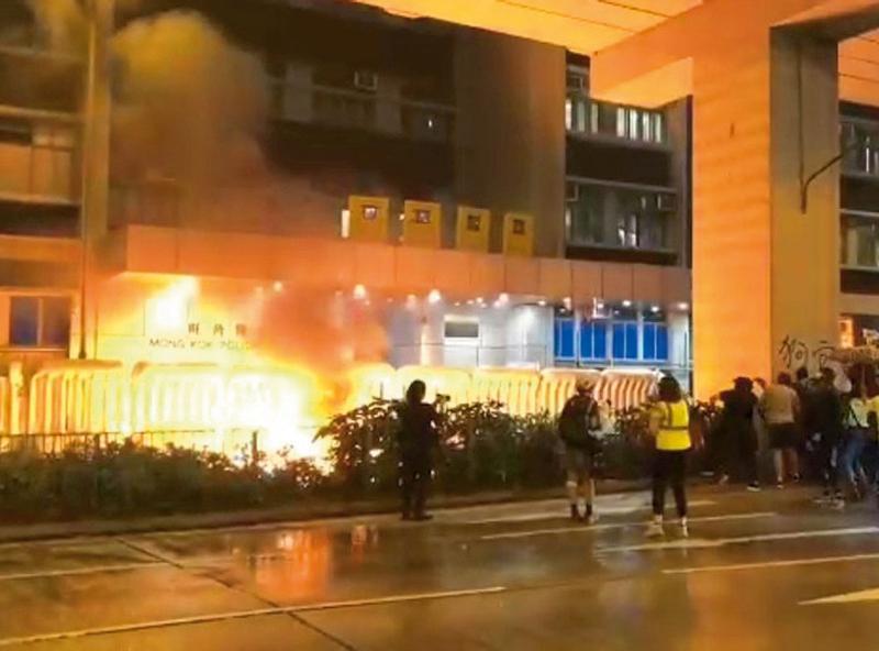 香港殺警暴力與土製炸彈風暴- 亞洲週刊